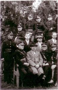 Burmistrz Jan Draheim wraz ze strażakami, lata 20.