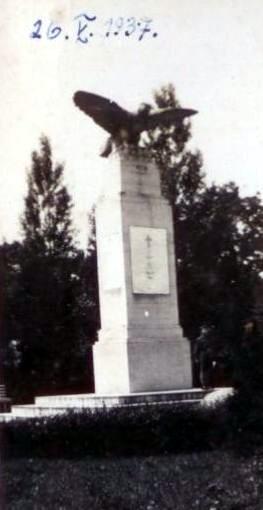 Pomnik-1937